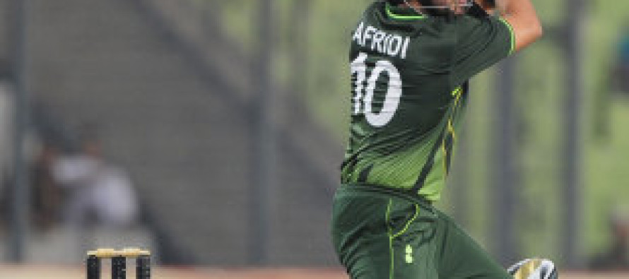 Akmal and Afridi lead Pakistan to 262