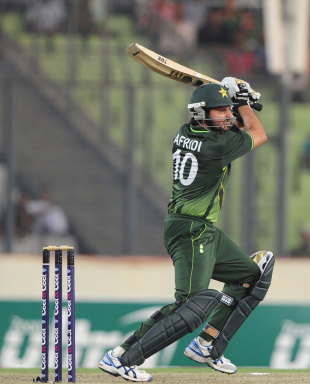 139685.2 Akmal and Afridi lead Pakistan to 262