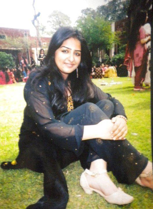 collage girls in pakistan Pakistani girls pictures