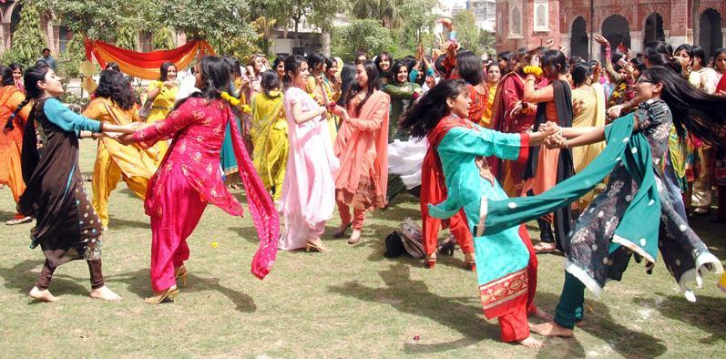 Girls Kikli Dance in Government College of Technology Lahore Girls Kikli Dance in Government College of Technology Lahore