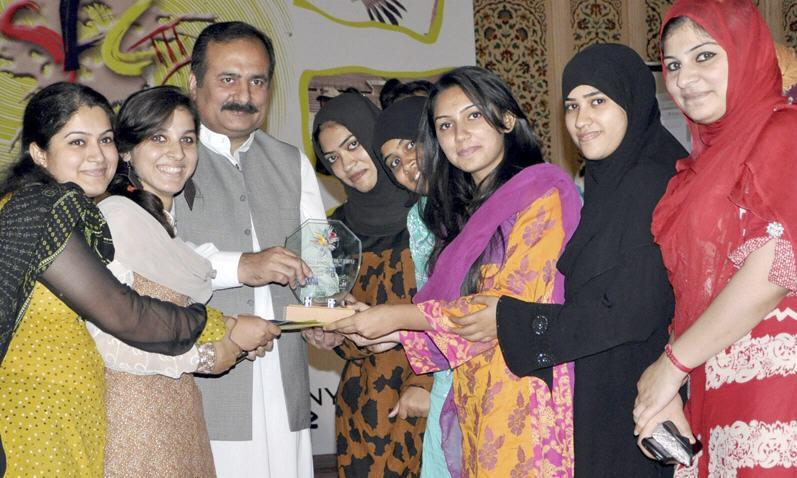girls winer picture Wall Painting Competition in Pakistan Winners Picture
