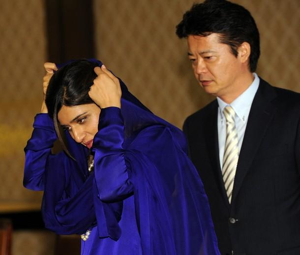 Hina Rabbani Khar blue in blue cloth