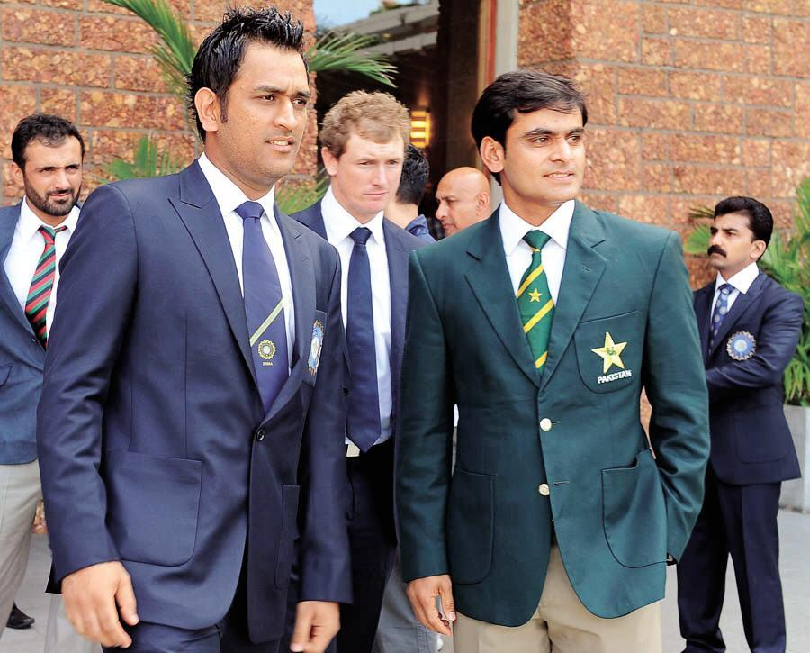 Pakistan T20 Captain Mohammad Hafeez And Indian Cricket Captain Dhoni Picture Pakistan T20 Captain Mohammad Hafeez And Indian Dhoni Picture