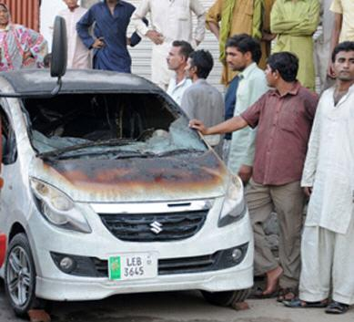 factory burnt in lahore car picture