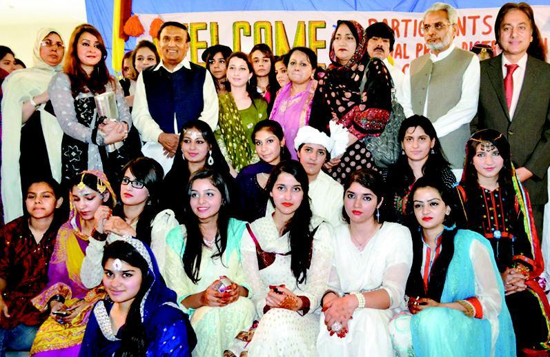 Govt Ayesha Degree College Group Photo with Syed Asif Hashmi