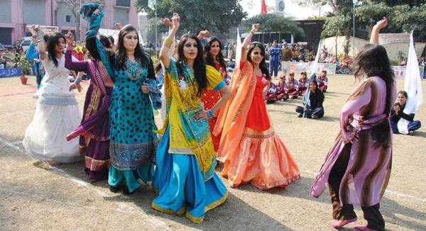 pakistani college girls dance