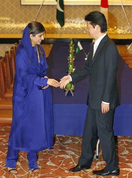 Hina Rabbani Khar hand