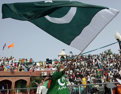 big flag of pakistan 2012