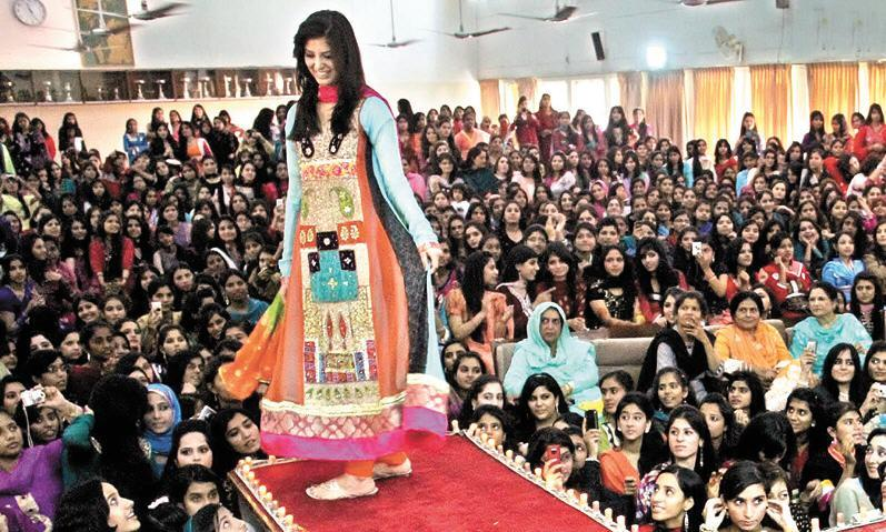 Islamabadcollege girl picture on Color Day