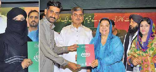 Yasmin-Rashid-Health-Card-Distribution
