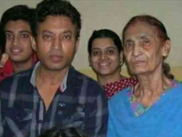 irfan-khan-mother-and-family-group-photo