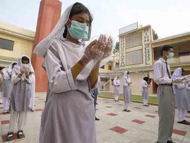 students-praying-in-Pakistan-after-corona-virus